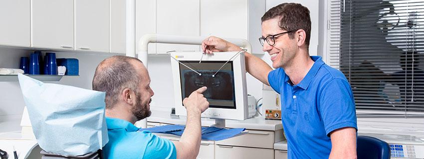 Das Übel bei der Wurzel packen – Zahnerhalt vor Zahnersatz